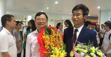 Sinh viên Việt Nam viết về bóng đá